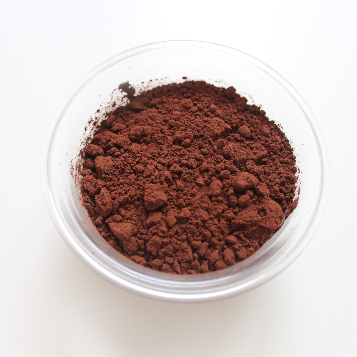 Cocoa powder containing flavonoids has health benefits.