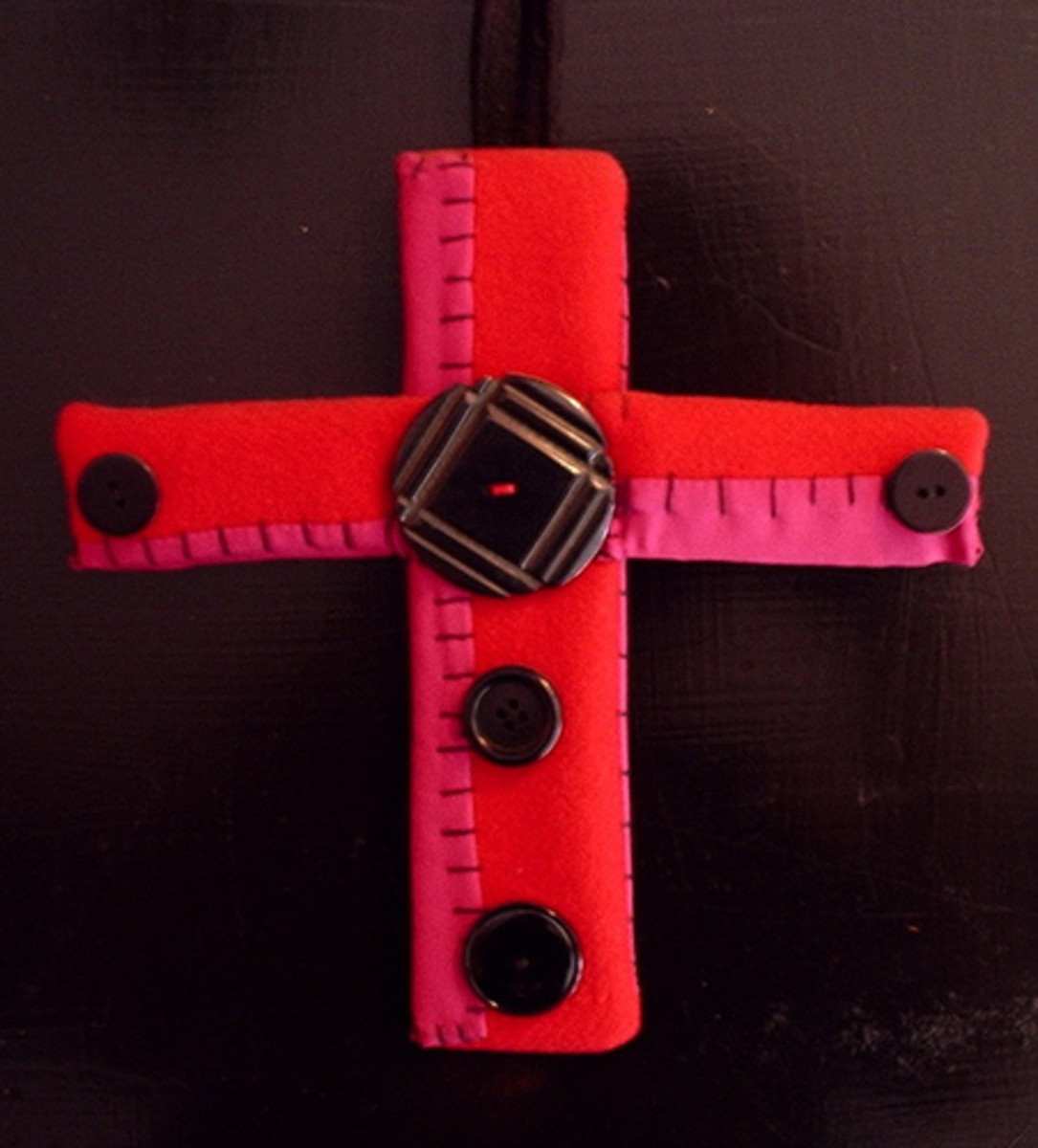 Buttons add a dimensional element to this simple cross.