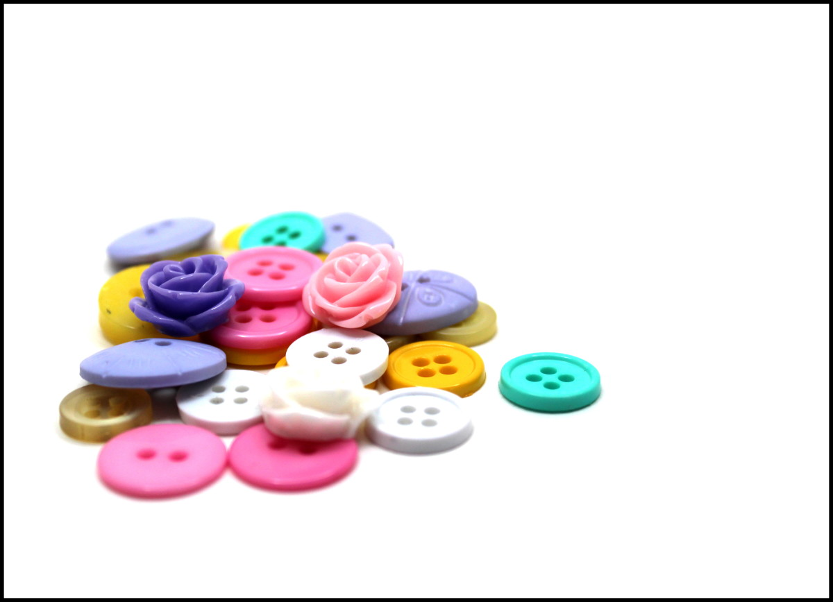Incorporate other craft or jewelry elements in your projects, such as plastic cabochons.