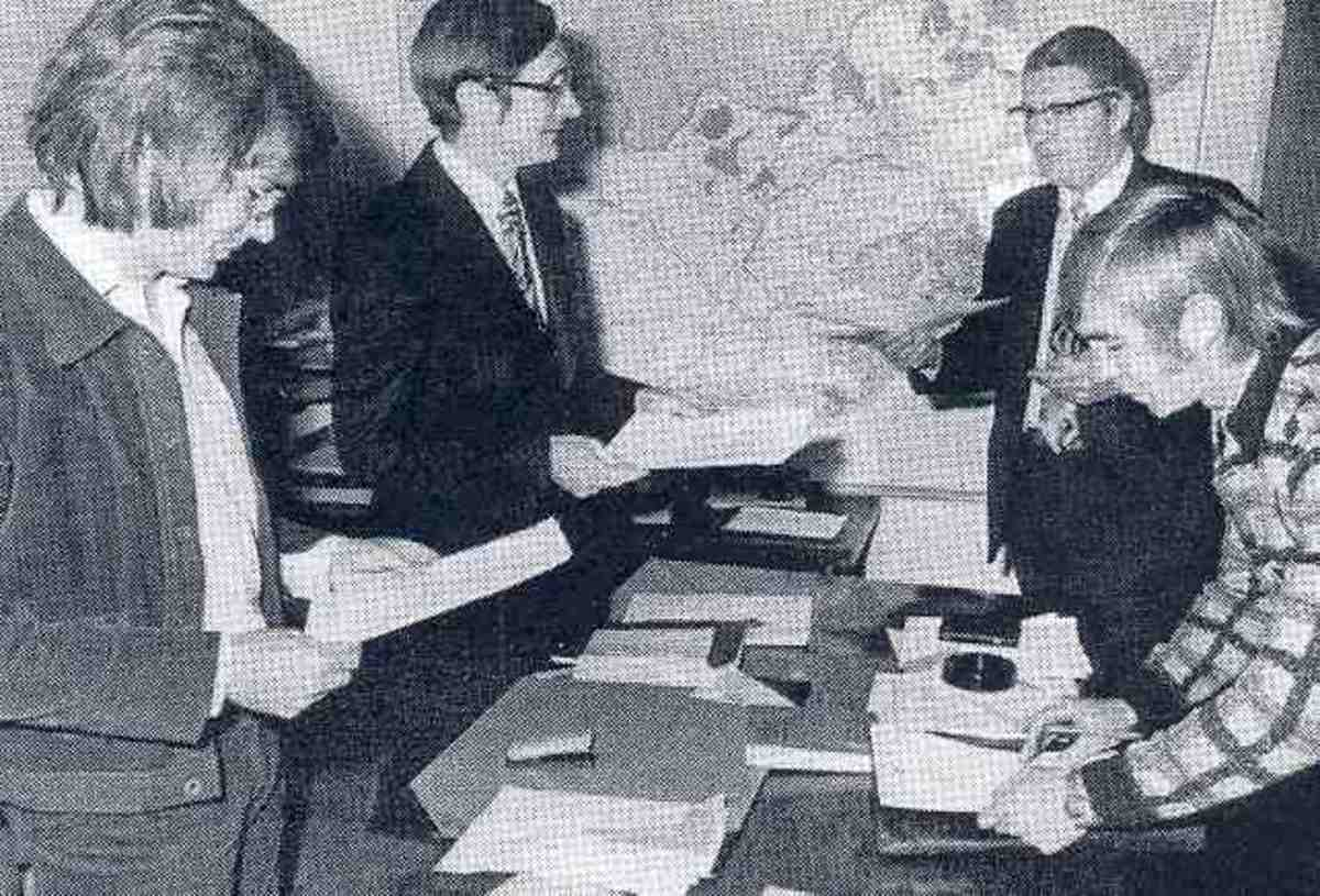 Subpoenas being served on Beyers and staff members, 1973. Photo The Star