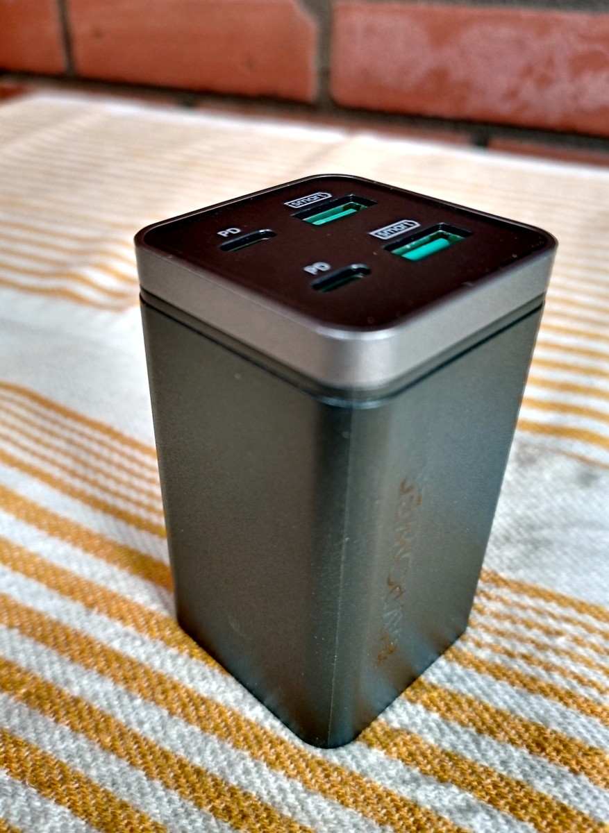 The  Ravpower Pd Pioneer 65w Desktop Charger