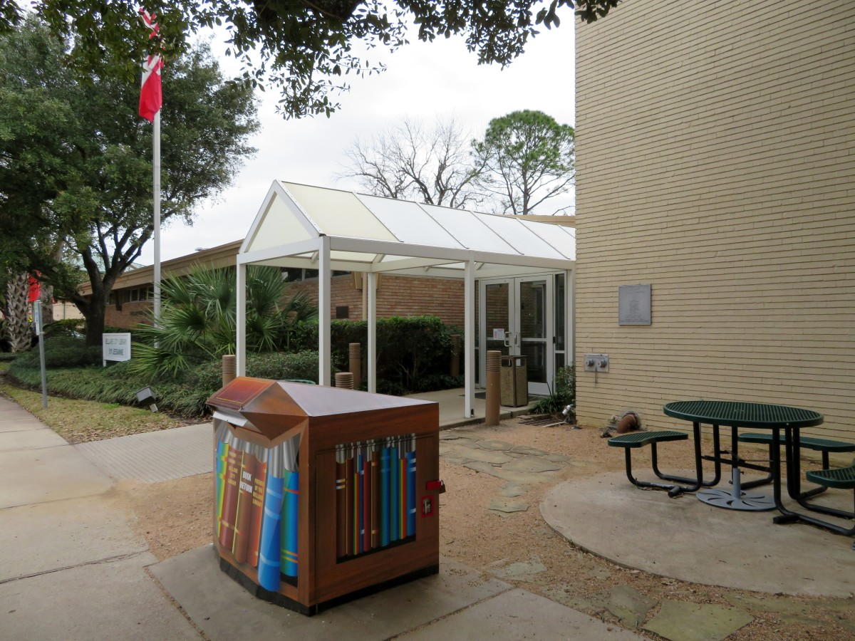 Exterior of Bellaire City Library