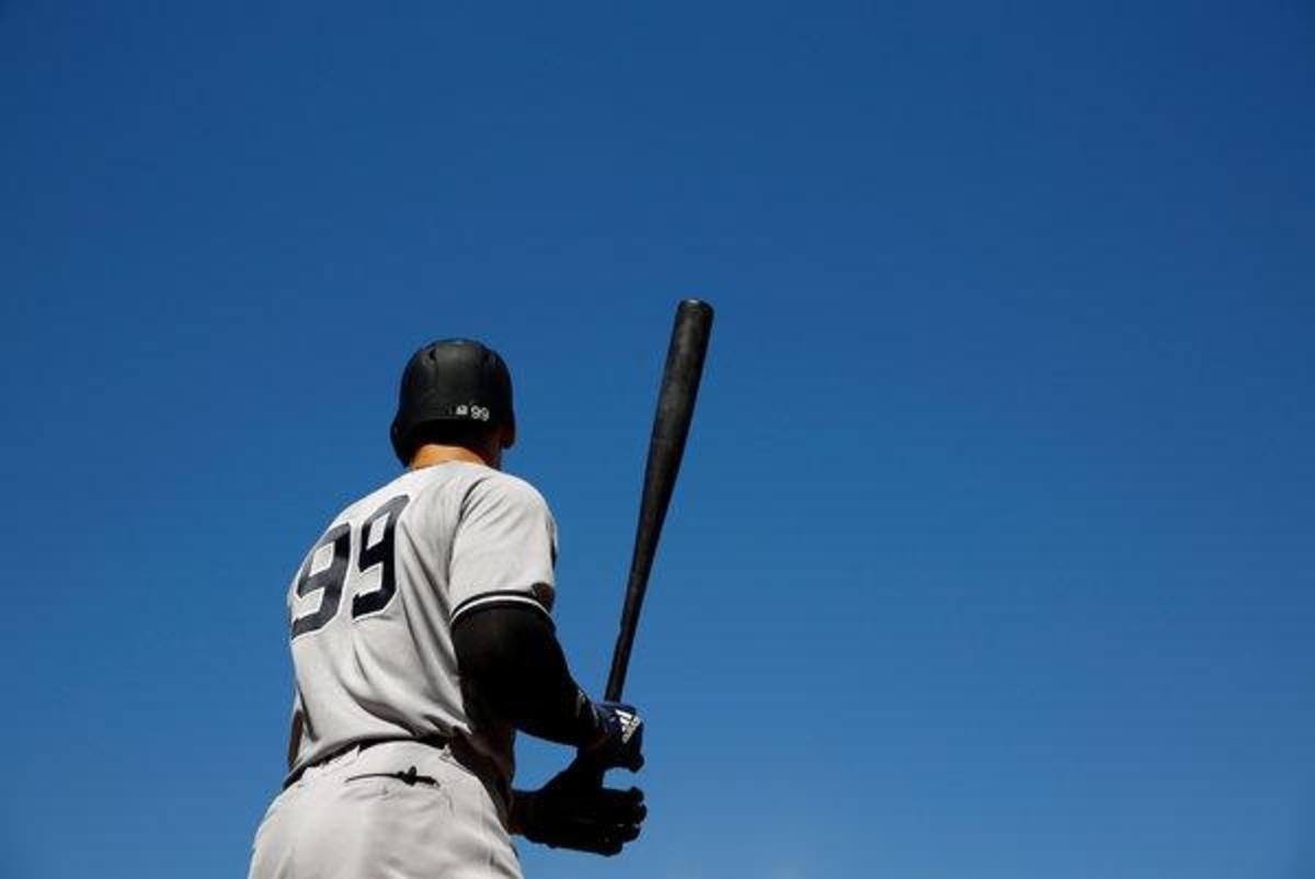 Yankees vs. Texas tonight at 7:05. Mets in Boston. Yankees hoping for a win-win NY scenario.