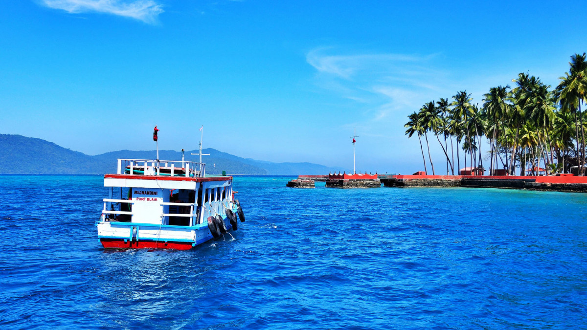 Ferry rides are the best way to reach Ross Island. Lot of private and government operators are available from Port Blair to Ross Island.