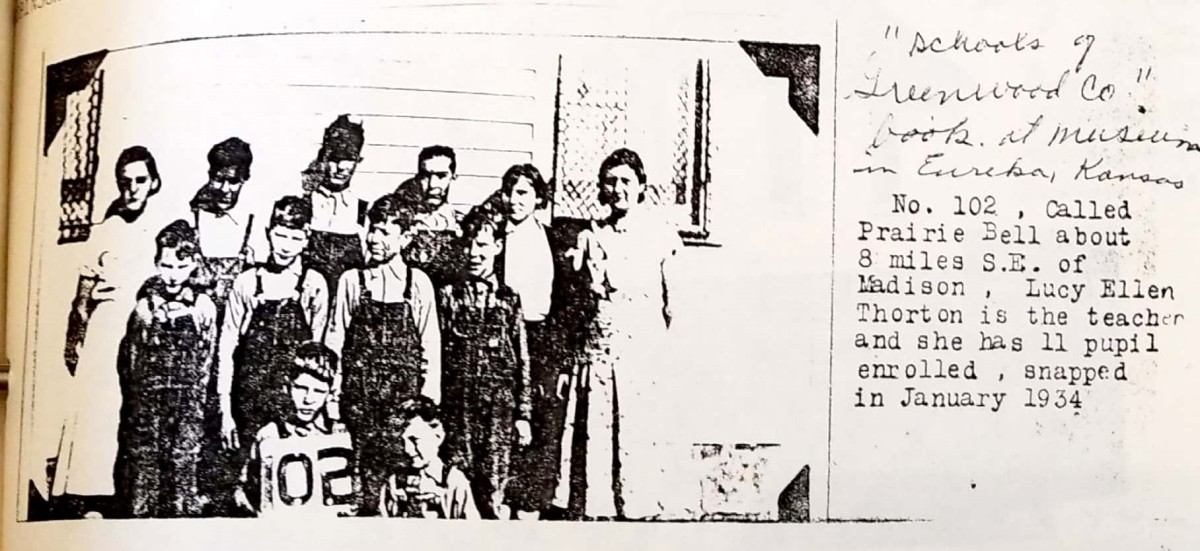 A 1934 photo of students at Prairie Belle. The teacher is Lucy Ellen Thornton.