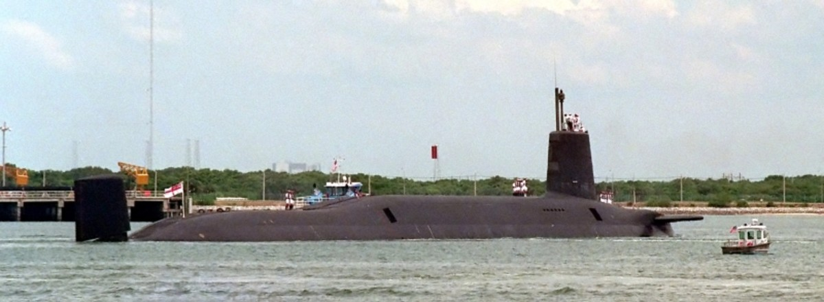A port quarter view of the British nuclear-powered ballistic missile submarine HMS Vanguard (SSBN-50) arriving in PORT CANAVERAL, FLORIDA.