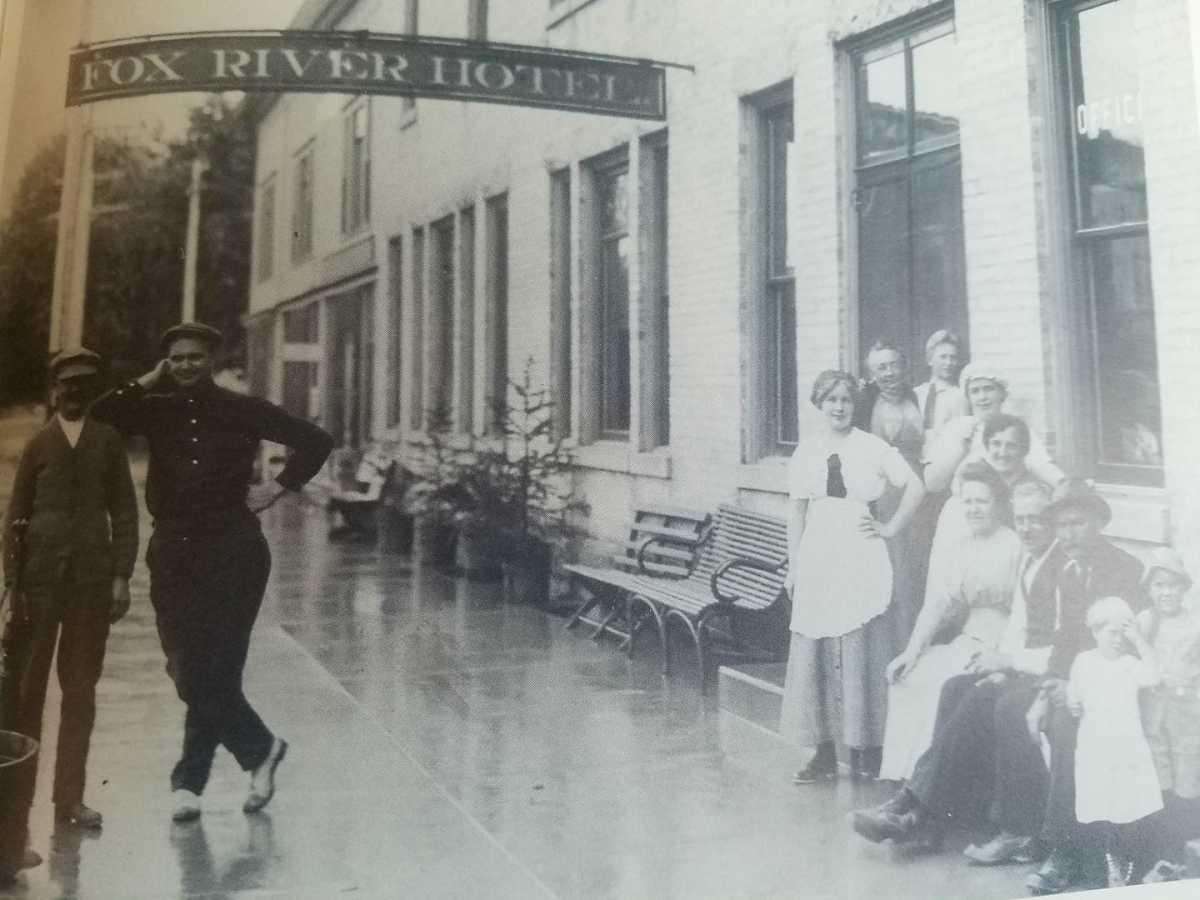 Fox River Hotel on Main Street