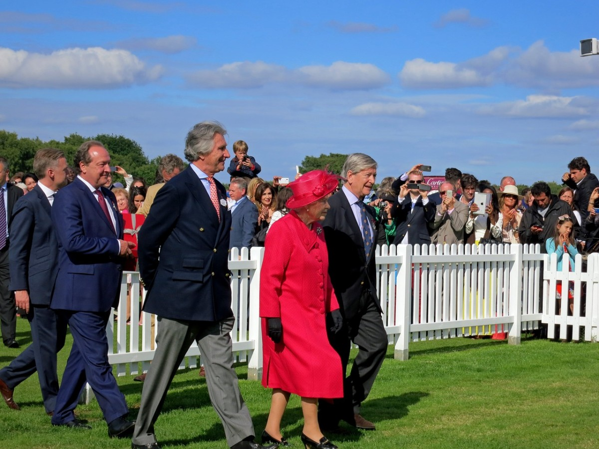 The Queen's Visit: Image by Monica Volpin from Pixabay