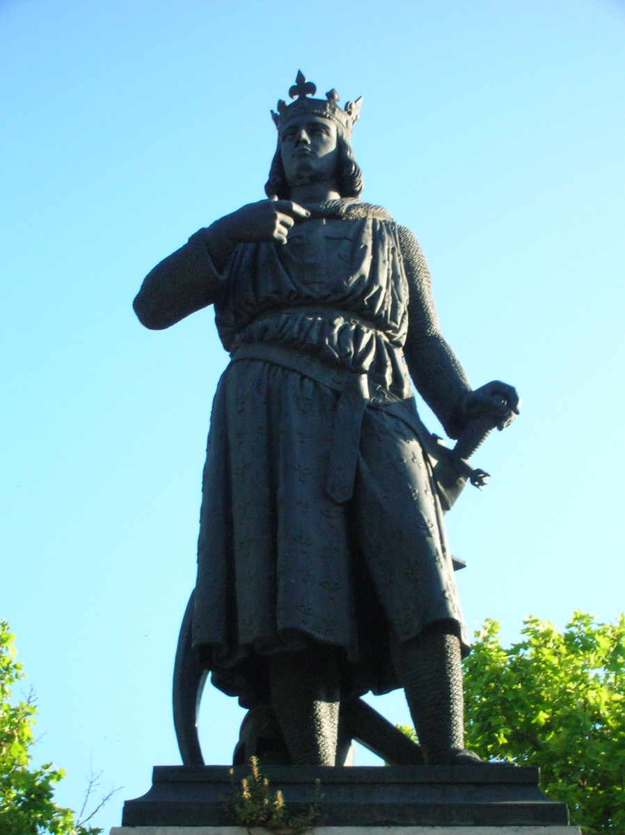 STATUE OF SAINT LOUIS (KING LOUIS IX OF FRANCE)